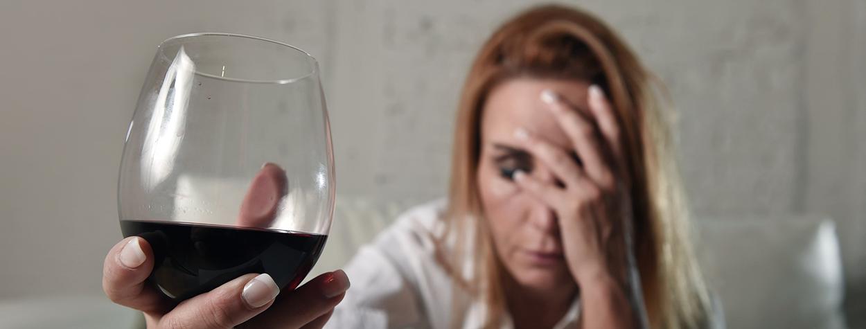 Tegn på at du måske er ved at udvikle alkoholmisbrug eller alkoholafhængighed